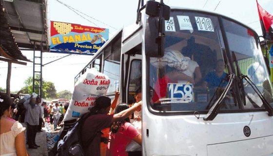 Entre las denuncias más frecuentes en contra de los buseros están el exceso de pasajeros, de velocidad y el alto volumen de la música.