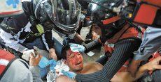 Al menos 89 personas resultaron heridas por la violencia que se desató ayer en medio de una protesta antigubernamental en Caracas. LA PRENSA/AFP