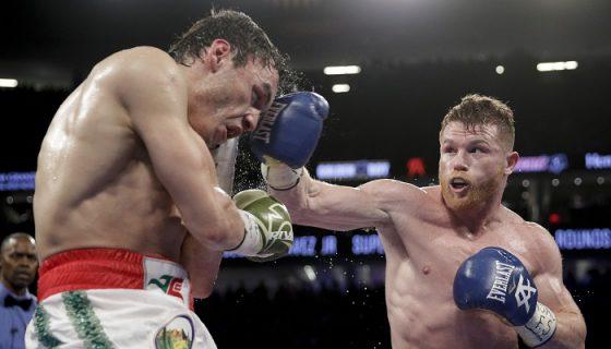 Saúl Canelo Álvarez fue declarado ganador con idéntico puntaje de 120-108 en las tarjetas de los tres jueces de la pelea. LA PRENSA/AP/John Locher
