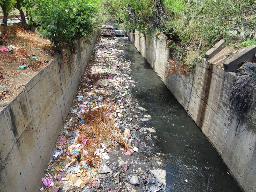 La basura agrava  el problema de las corrientes que bajan de Las Sierras de Managua y el del drenaje pluvial obsoleto. LA PRENSA/ ARCHIVO