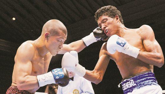"""Daniel """"El General"""" Díaz (derecha) peleará nuevamente en el extranjero, esta vez ante un filipino. LA PRENSA/ARCHIVO/AP"""