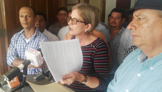 La presidenta del partido Ciudadanos por la Libertad (CxL), Kitty Monterrey, presentó una serie de observaciones al calendario.