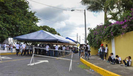 Los miembros de la Juventud Sandinista (JS) se mantienen en la Embajada de Venezuela desde el miércoles. Jader Flores/ LA PRENSA