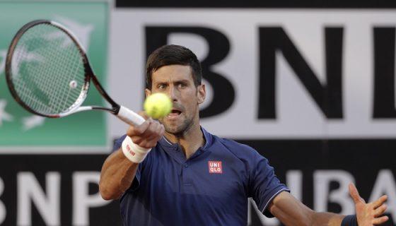 Novak Djokovic venció al español Roberto Bautista en los octavos del Master 1000 de Roma. LA PRENSA/AP/Andrew Medichini