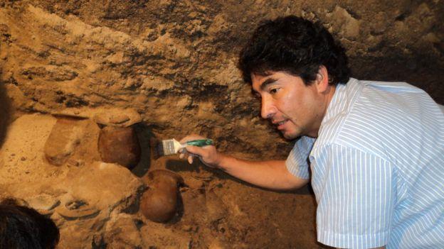 Gómez descubrió el túnel bajo el Templo de la Serpiente Emplumada en 2003, cuando unas lluvias torrenciales expusieron su entrada. El arqueólogo asegura que, independientemente de los hallazgos, la experiencia de trabajo en Teotihuacán fue muy rica y valiosa. SERGIO GÓMEZ