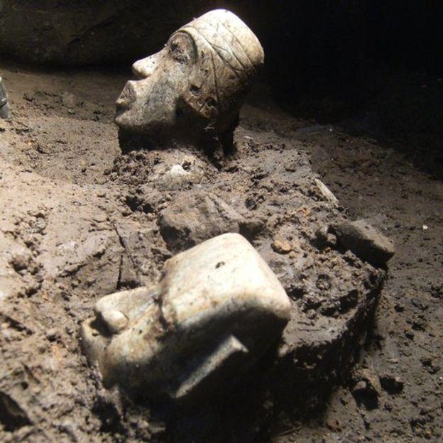 El trabajo se fue haciendo a mano, de manera muy lenta y cuidadosa, para no dañar los artefactos. SERGIO GÓMEZ