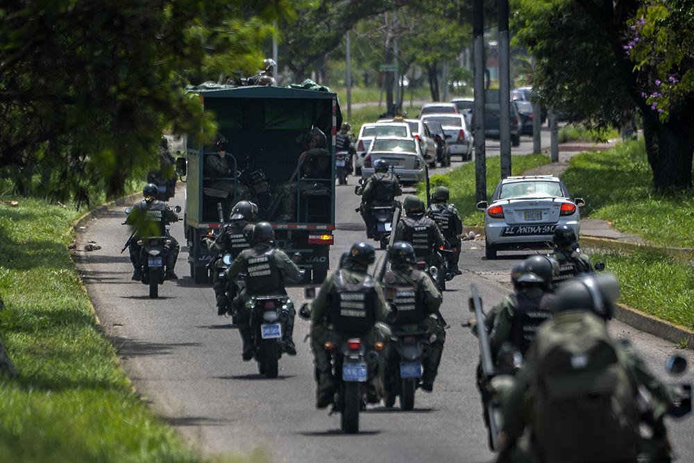 El gobierno de Nicolás Maduro envió a 2,600 militares a Táchira para reforzar la seguridad ante las protestas en esa zona. LA PRENSA/AFP