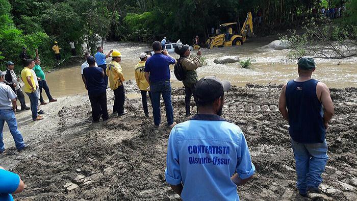El MTI realiza labores de construcción de un puente en la zona del río Achuapa. LA PRENSA/A. LORÍO