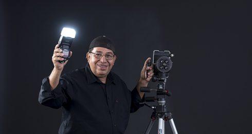 Uriel Molina es fotógrafo desde los 15 años. Ha retratado a grandes personajes a nivel nacional. LAPRENSA/ OSCAR NAVARRETE