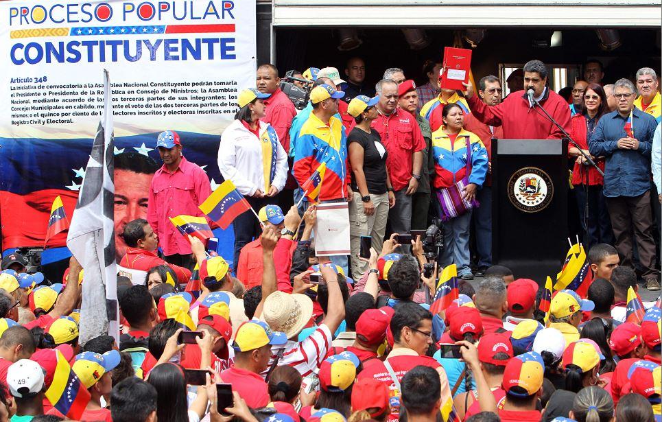 Maduro firmó decreto para elegir Asamblea que apruebe nueva Constitución