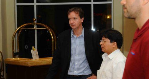 El jefe de despacho del secretario general de la OEA, junto al canciller Denis Moncada, el lunes pasado. LA PRENSA/Wilmer López