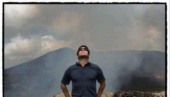 Escritor peruano Renato Cisneros. LAPRENSA/Foto: Cortesía Daniel Mordzinski