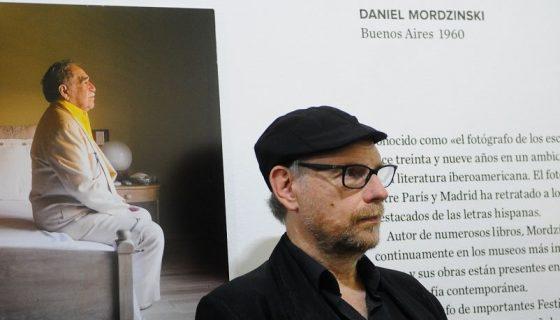 El fotógrafo Daniel Mordzinsky celebró sus 39 años de documentar desde el arte y la memoria, imágenes de más de doscientos escritores del mundo. LAPRENSA/Wilmer López