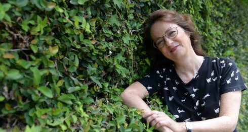 La escritora española Marta Saez dice que en los momentos de crisis la cultura es la más castigada. LA PRENSA/Lissa Villagra