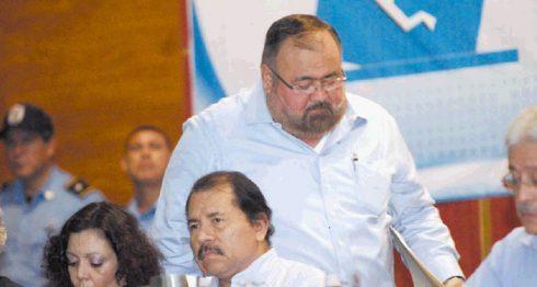 La pareja presidencial, junto al presidente del Consejo Supremo Electoral, Roberto Rivas, señalados desde hace años de irrespetar la voluntad popular y el derecho a elegir de la población. LA PRENSA/ARCHIVO