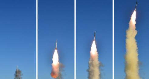 Imagen sin fecha del lanzamiento prueba de un misil de Corea del Norte. LA PRENSA/ EFE/EPA/KCNA