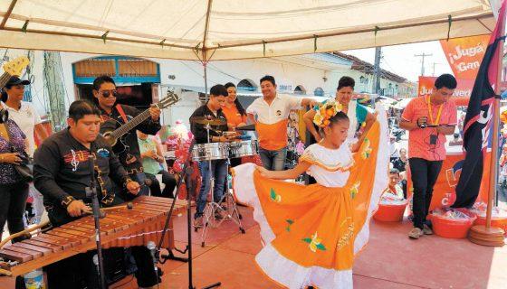 Con un acto cultural y un almuerzo, organizados por la Alcaldía de Granada, se celebró a las madres que trabajan en el mercado de esa ciudad. LAPRENSA/ LUCÍA VARGAS