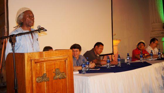 En esta foto histórica, Carlos Rigby, en la mesa del Caribe, en el Festival Internacional de Poesía de Granada (2013). Le acompañan Carlos Castro Jo, Álvaro Rivas, y el panameño Javier Alvarado, entre otros.LAPRENSA/Arnulfo Agüero