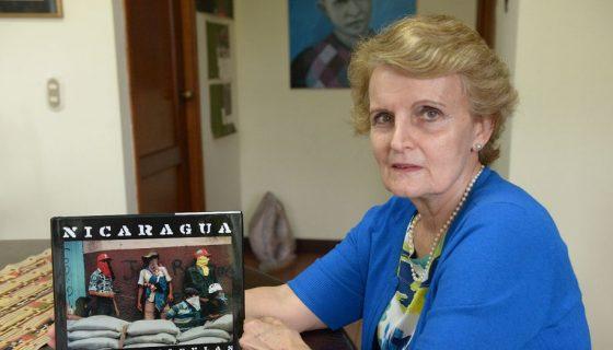 La historiadora Margarita Vannini explicó que esta tercera edición del libro de fotos Nicaragua 1978-1979 de Susan Meiselasbusca llegar a una nueva generación de lectores virtuales.LAPRENSA/URIEL MOLINA