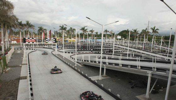 El viernes de apertura al público la pista de GoKarts recibió a 250 personas y estuvo abierta hasta la una de la madrugada del sábado. Foto: Uriel Molina / LA PRENSA