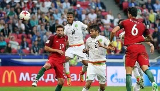 Héctor Moreno (2) anotó el gol que empató el juego a dos goles entre México y Portugal, en la Copa Confederaciones. LA PRENSA/EFE/EPA/TOLGA BOZOGLU