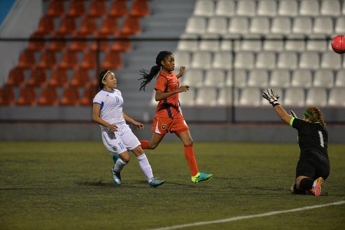 Jessenia Flores (11) marcó uno de los cinco goles de la Selección Nicaragüense de Futbol Femenino Sub-20 ante Belice, en la eliminatoria centroamericana que se juega en Estelí. LA PRENSA/JADER FLORES