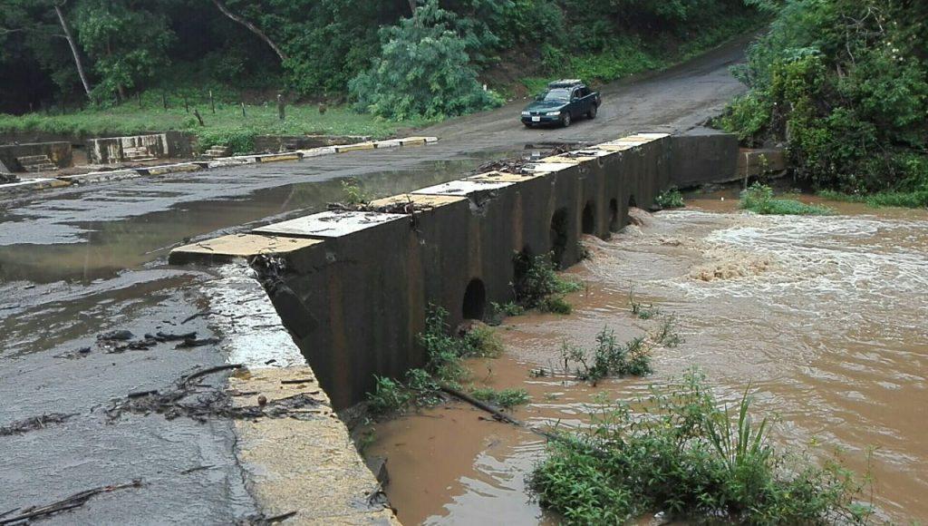 Así se vió este domingo el puente del río Cacalojoche en La Conquista, Carazo. LA PRENSA/MYNOR GARCÍA.