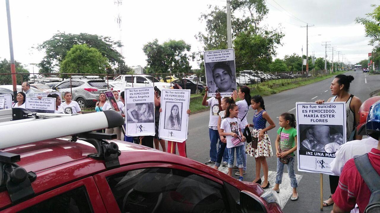Protestan en apoyo a la mujer asesinada por su exsuegra en Hialeah