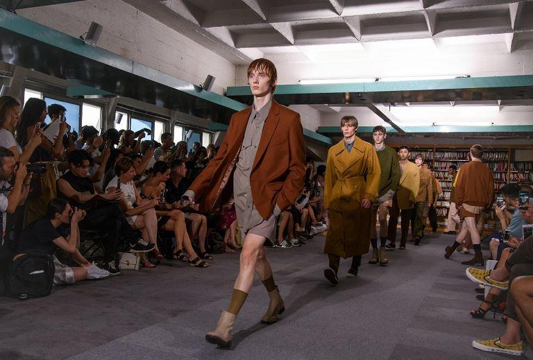 Semana de la Moda parisina: ¡Hombres enseñan las piernas!