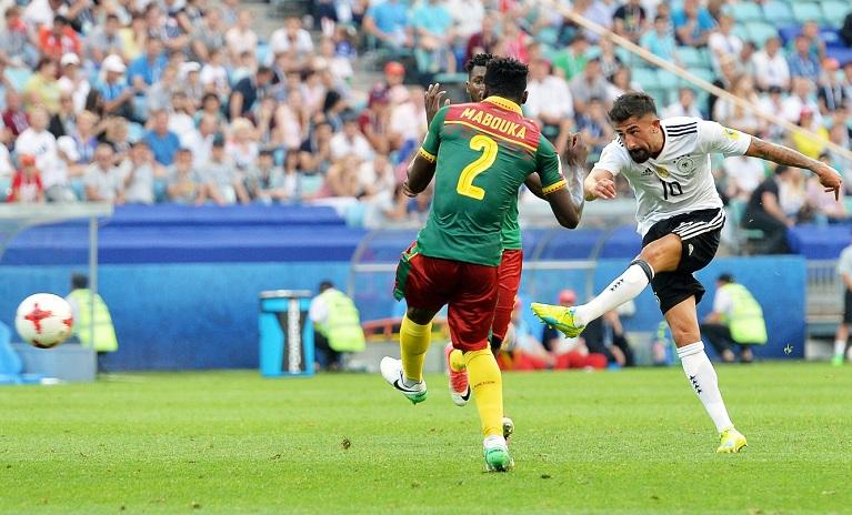 Kerem Demirbay marcó su primer gol en partido oficial con Alemania, para dejar atrás a Camerún. Foto: LA PRENSA/ EFE
