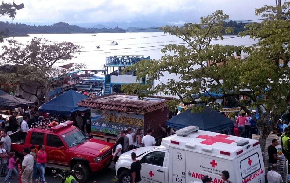 Al menos nueve muertos y 30 desaparecidos tras naufragio de embarcación en Colombia