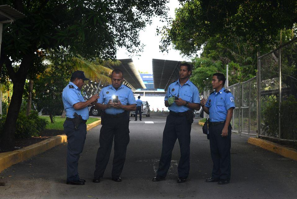 La Policía impidió el ingreso de los medios independientes a la cobertura del congreso del FSLN. LA PRENSA/R. FONSECA