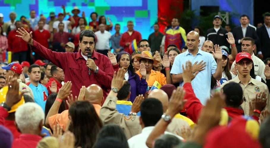 Nicolás Maduro denuncia ataque con granadas al Supremo y amenaza con ir a las armas