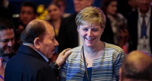 independencia, Laura Dogu, embajadora