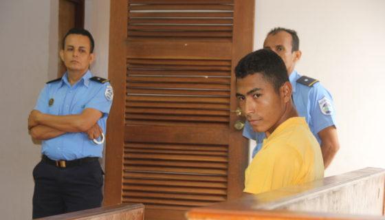 acusado de propinarle 30 machetazos a su amigo, León, asesinatos