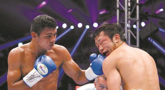 Román González ha ganado tres de sus cuatros títulos mundiales de boxeo en Japón, el tercero ante Akira Yaegashi. LA PRENSA/AP/Toru Takahashi