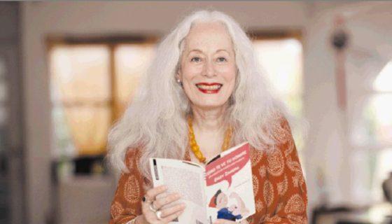 """""""Mis poemas van más allá de lo que se puede llamar feminismo, reflejan nuestra condición humana, cómo nos tratamos, cómo son las relaciones familiares, cómo es la sociedad, de eso se trata esta poesía"""", dice la escritora. LAPRENSA/ROBERTO FONSECA"""