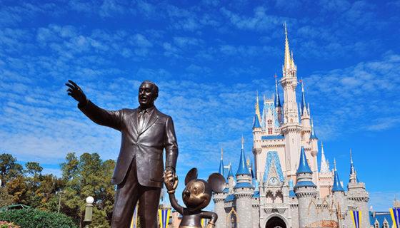 El parque temático más grande de Disney está ubicado en Orlando. Este tiene cuatro enormes subparques temáticos y seis parques acuáticos.