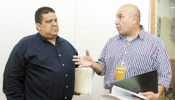 El ciudadano nica-estadounidense Guillermo Ayerdis, junto a su asesor legal, Guillermo Palacios Escobar, denunciaron retardación de justicia en su conflicto de propiedad. LAPRENSA/ JADER FLORES