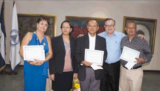 En 2015 fueron premiados en el Certamen de Literatura María Teresa Sánchez, los escritores Antonia Moreno Cañete, Hernán Adolfo Ríos Díaz y Guillermo Cortés Domínguez Domínguez. Estuvieron presentes Sara Amelia Rosales Castellón (gerente general del BCN) y Jorge Eduardo Arellano. LAPRENSA/Arnulfo Agüero