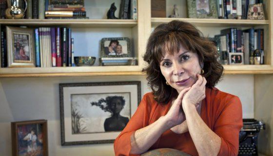 La novelista chilena Isabel Allende, en su residencia de San Rafael (norte de San Francisco, California), en 2010. LAPRENSA/EFE