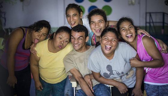 En el grupo de teatro hay personas con discapacidad que padecen síndrome de Down, microcefalia, parálisis cerebral. LAPRENSA/ ÓSCAR NAVARRETE