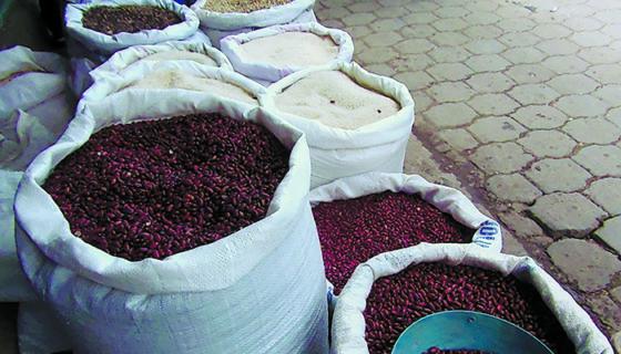 En el mercado El Mayoreo el precio de la libra de frijoles bajó dos córdobas. LA PRENSA/ ARCHIVO