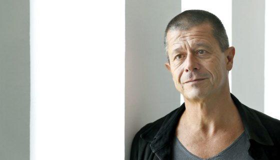El escritor francés Emmanuel Carrére obtuvo el Premio FIL en Lenguas Romances 2017, dio a conocer el portavoz del jurado, el venezolano Gustavo Guerrero. LAPRENSA/ EFE/Andreu Dalmau