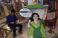 Serie cómica en inglés de la Muchacha de Paquistán en una librería en Islamabad. Será traducida al urdu (lengua india, en Pakistán).LA PRENSA/AFP